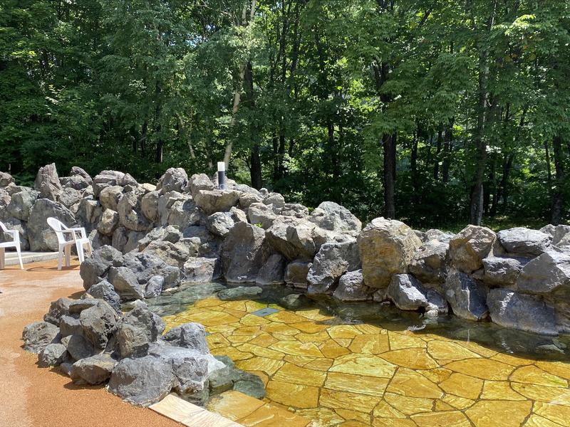 湯宿くったり温泉レイクイン 外気浴スペース(露天風呂)