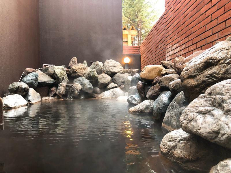 森のスパリゾート 北海道ホテル 源泉から湧くモール温泉は肌をすべすべにする有機物が豊富に含まれ、別名「美人の湯」とも呼ばれています。