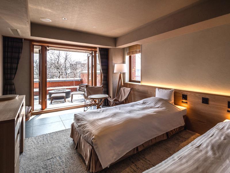 森のスパリゾート 北海道ホテル プライベートサウナが付いた客室「ととのえ」、テラスもあり外気浴もばっちりです!浴槽に水を入れれば、お部屋でサ活が楽しめます!