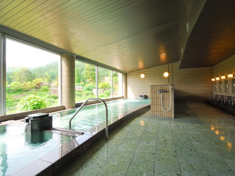 花の駅・片品 花咲の湯 風の湯 左:水風呂 右:内湯
