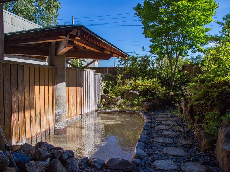 HYTTER SAUNA CLUB LODGEには温泉もあるよ。歩いて1分くらい。