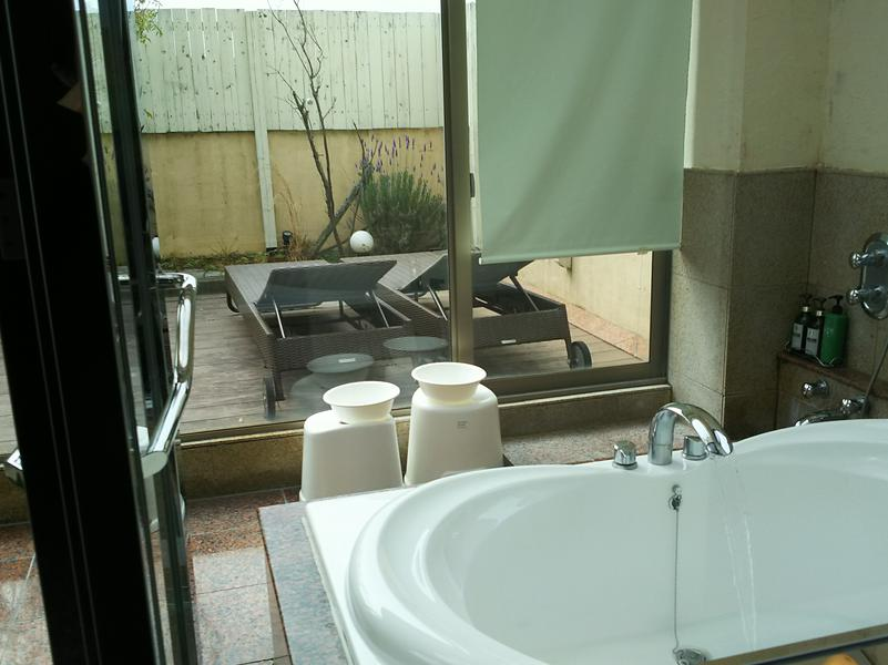 ホテル トス ツカサ(HOTEL TOSU TSUKASA) 323号室浴室&外気浴スペース