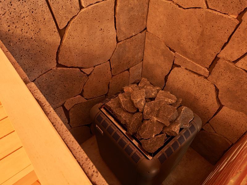 レンブラントスタイル御殿場駒門  富士の心湯 富士山の溶岩石