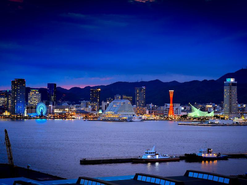 サウナリゾートオリエンタル神戸 (センチュリオンホテル ヴィンテージ神戸) 屋上&レストランからの夜景