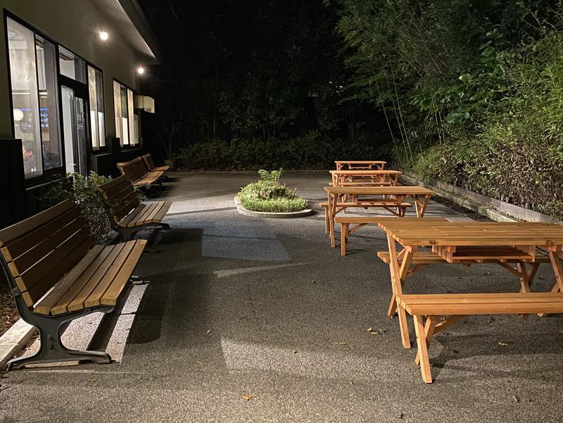 多摩境天然温泉 森乃彩 屋外休憩スペース(食堂外側)