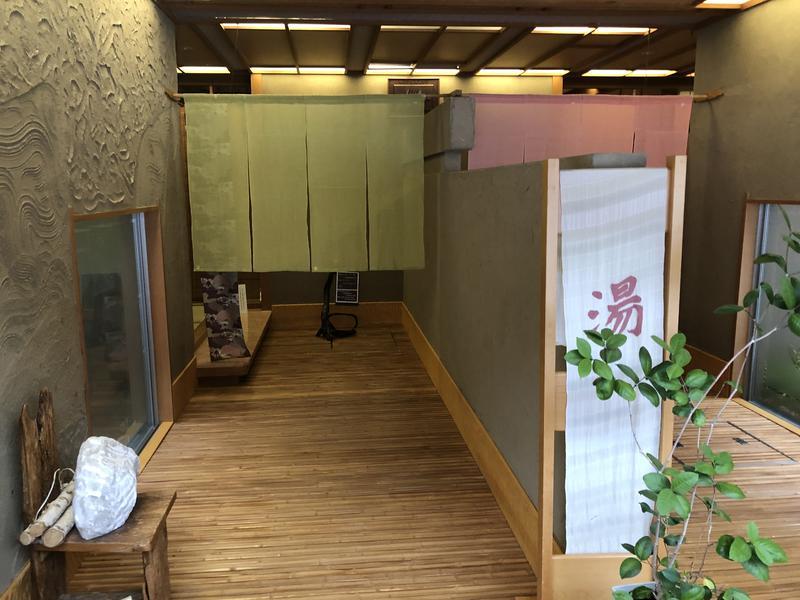 別邸 仙寿庵 大浴場入口(左側がドライサウナ、右側がミストサウナ)