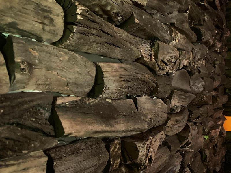 別邸 仙寿庵 恐らく日本初備長炭の壁