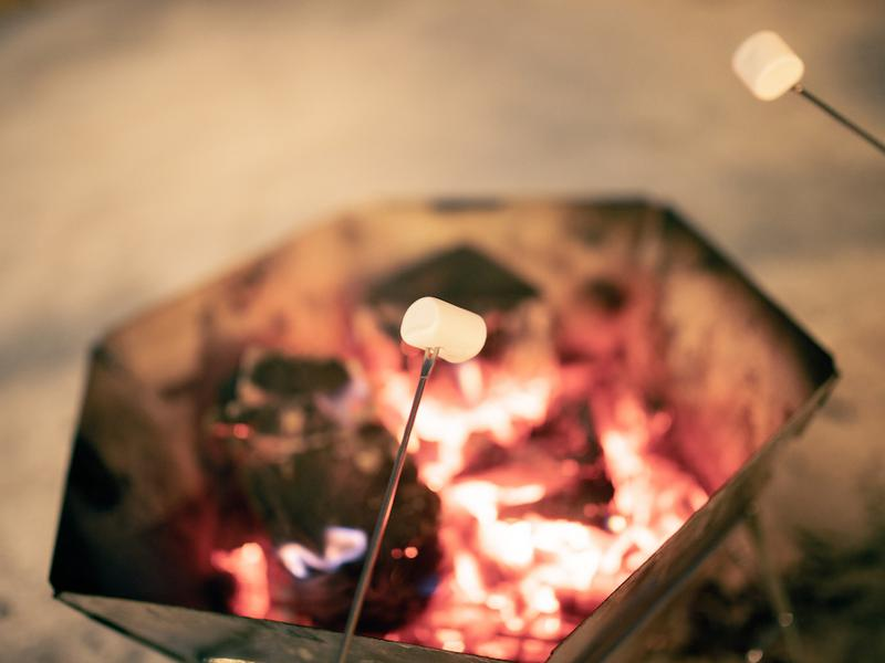 宿泊型コワーキングスペース 五番地 夜は焚き火を楽しみながらテントサウナが楽しめます。